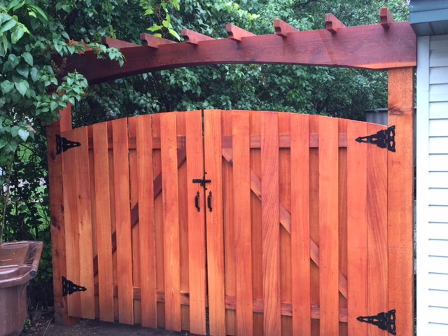 drive-gate-arbor-with-arched-gate-2